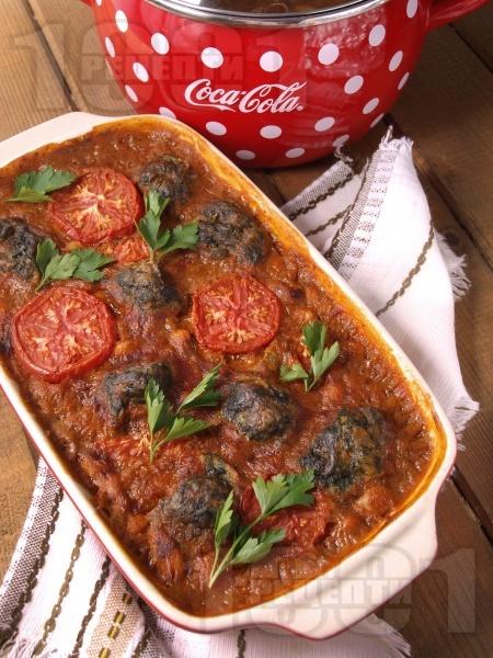 Боб на фурна с пресни домати и спаначени кюфтенца - снимка на рецептата